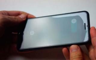 Можно ли переклеить защитное стекло на смартфоне